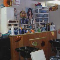 Kutting Edge Beauty/Barber logo